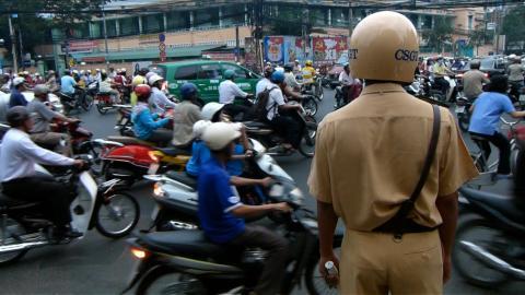 Polizist in Ho-Chi-Minh-City: Nur noch Zuschauer