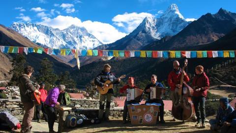 Konzert vor Everest-Kulisse