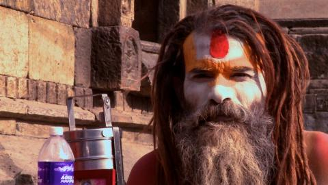 Heiliger Mann im Hindu-Tempel