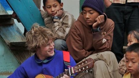 Spontan-Konzert in einem Sherpa-Dorf