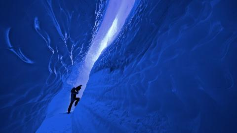 Eis-Canyon in der Antarktis – Foto: Michael Martin