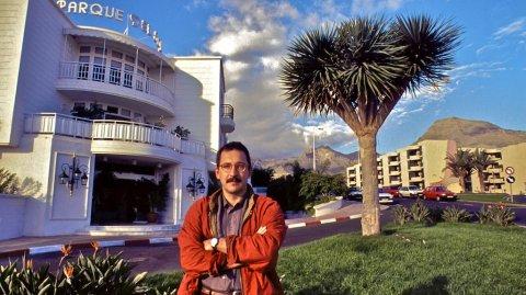 Quick-Reporter vor dem Parque del Sol in Teneriffa